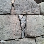 挟まれている細かい石って元から?