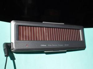 ソーラーバッテリー充電器 SB-200